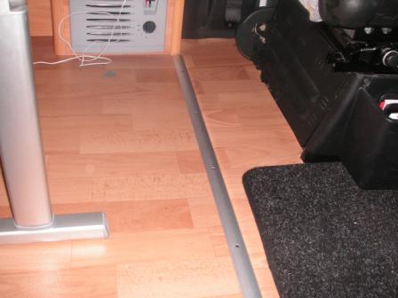 Allungamento pavimento cellula entro la cabina for Pavimento esterno brico casa