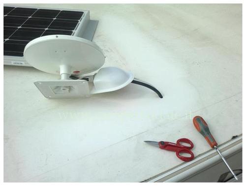 Kit Montaggio Pannello Solare Camper : Montaggio pannello solare antenna e luce esterna